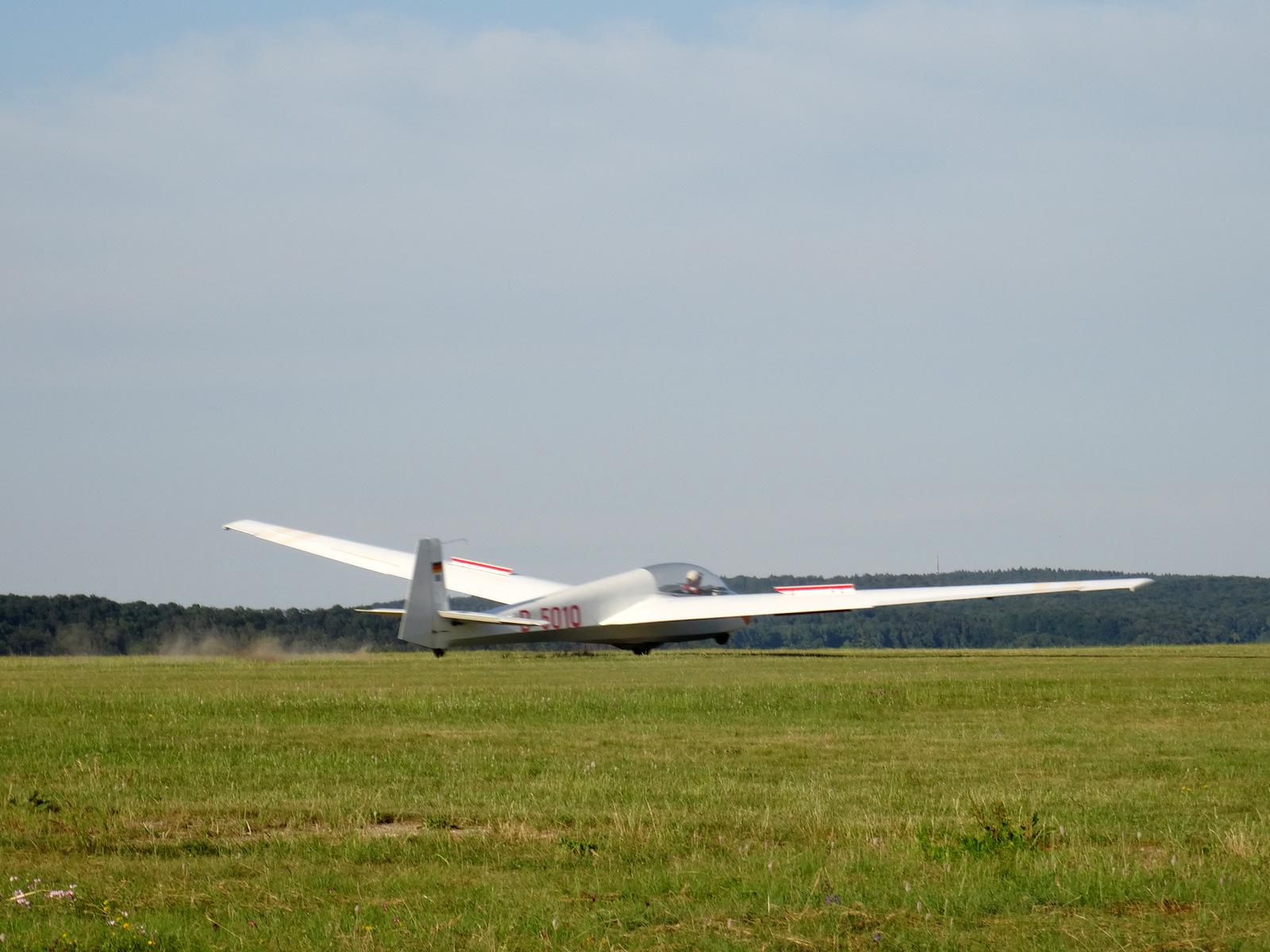 Die Landung des ersten Alleinflugs!