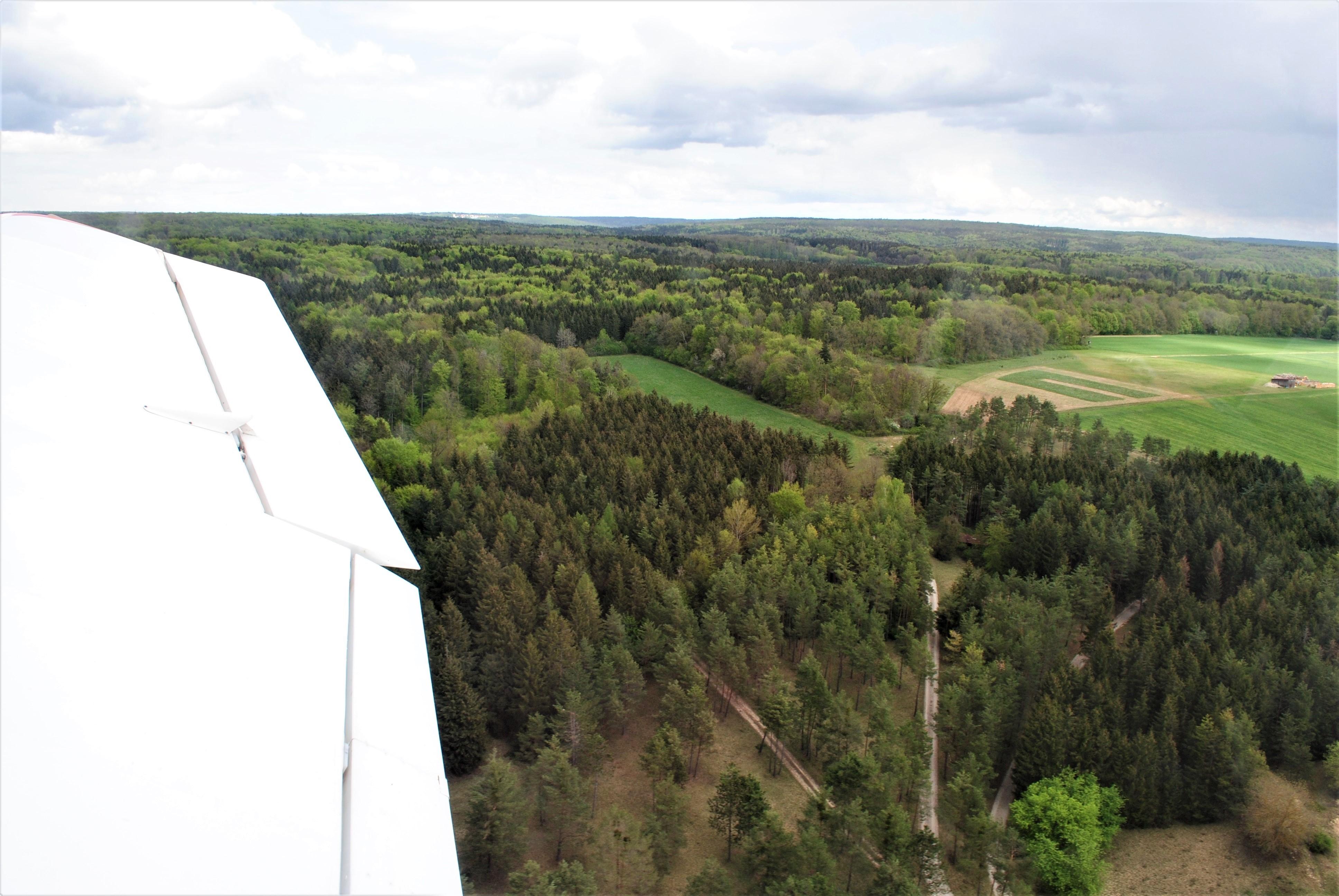 Kurz nach dem Abheben über dem Hienheimer Forst.