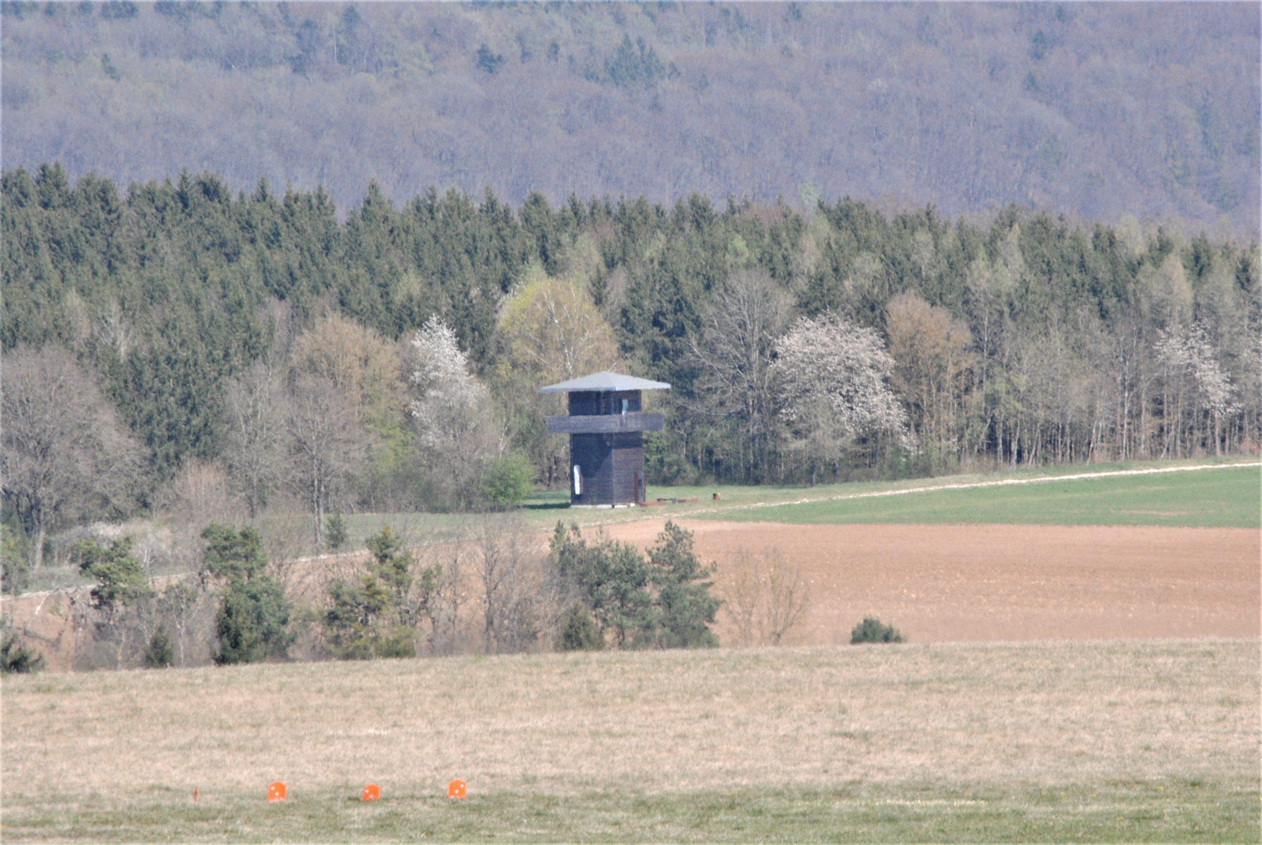 Der Römerturm in weiter Ferne.